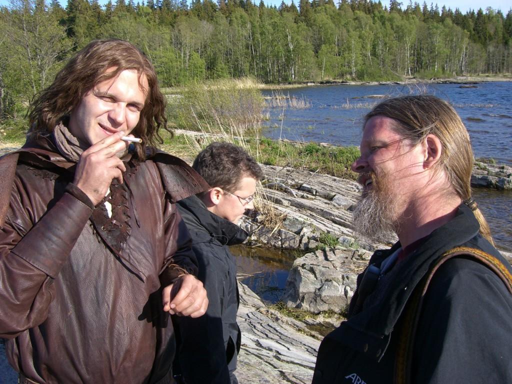 Alexander och Göran. Karl Sverkerssons baneman Knut Ericsson tar rökpaus.